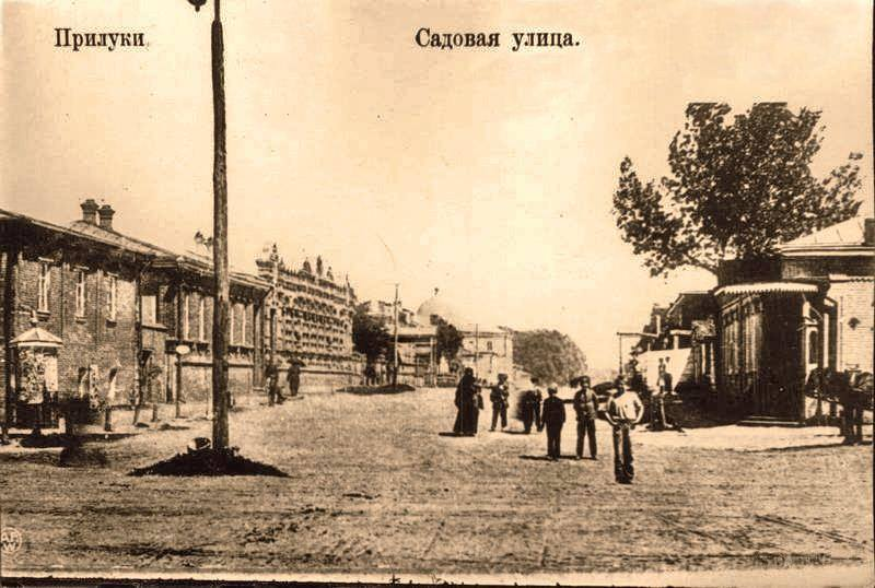 Sadovaya Street with synagogue building on the background