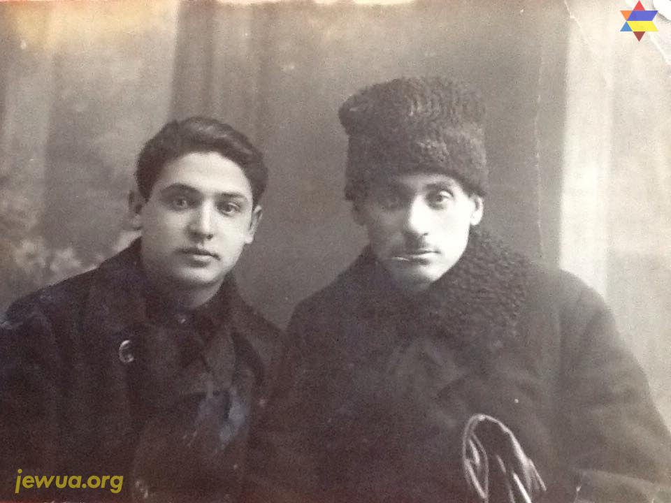 Emmanyil Senderov (1911-2008) with uncle in Priluki, 1927-1928