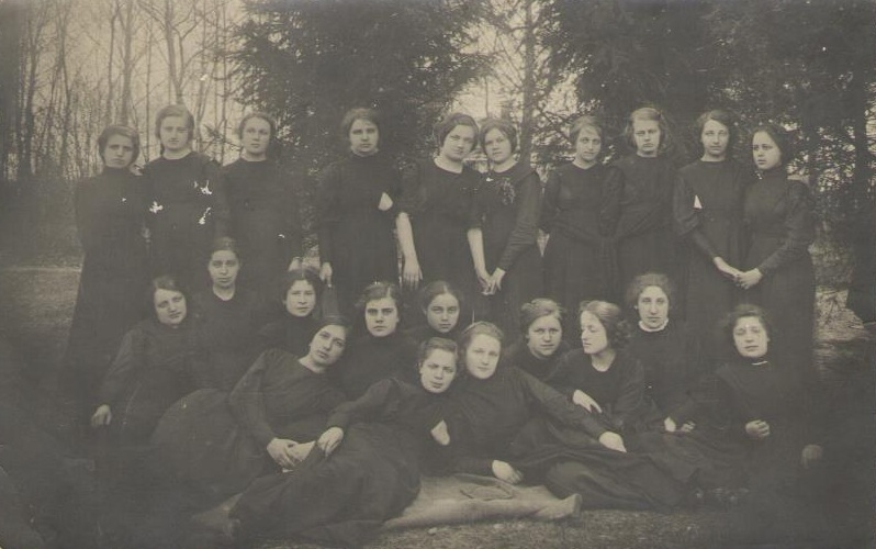 7th grade of Priluki Girls' Gymnasium on graduation day, April 6, 1913. First row (standing): Vcherashnya, Nikolaevskaya, Domontovich, Litvinenko, Kolchevskaya, Demchenko, Gordienko, Ignatenko Second row: Yaloshinskaya, Dobrovolsky, Levin, Hart, Laudenbach, Krivusha, Marshalova, Dovgan, Bezbakh, Fratkin, Chernina, Trojanskaya, Kryzhanovskaya, Lapshuk