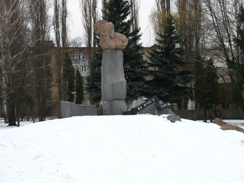 Monument to civil people killed near Priluki prison during the WWII
