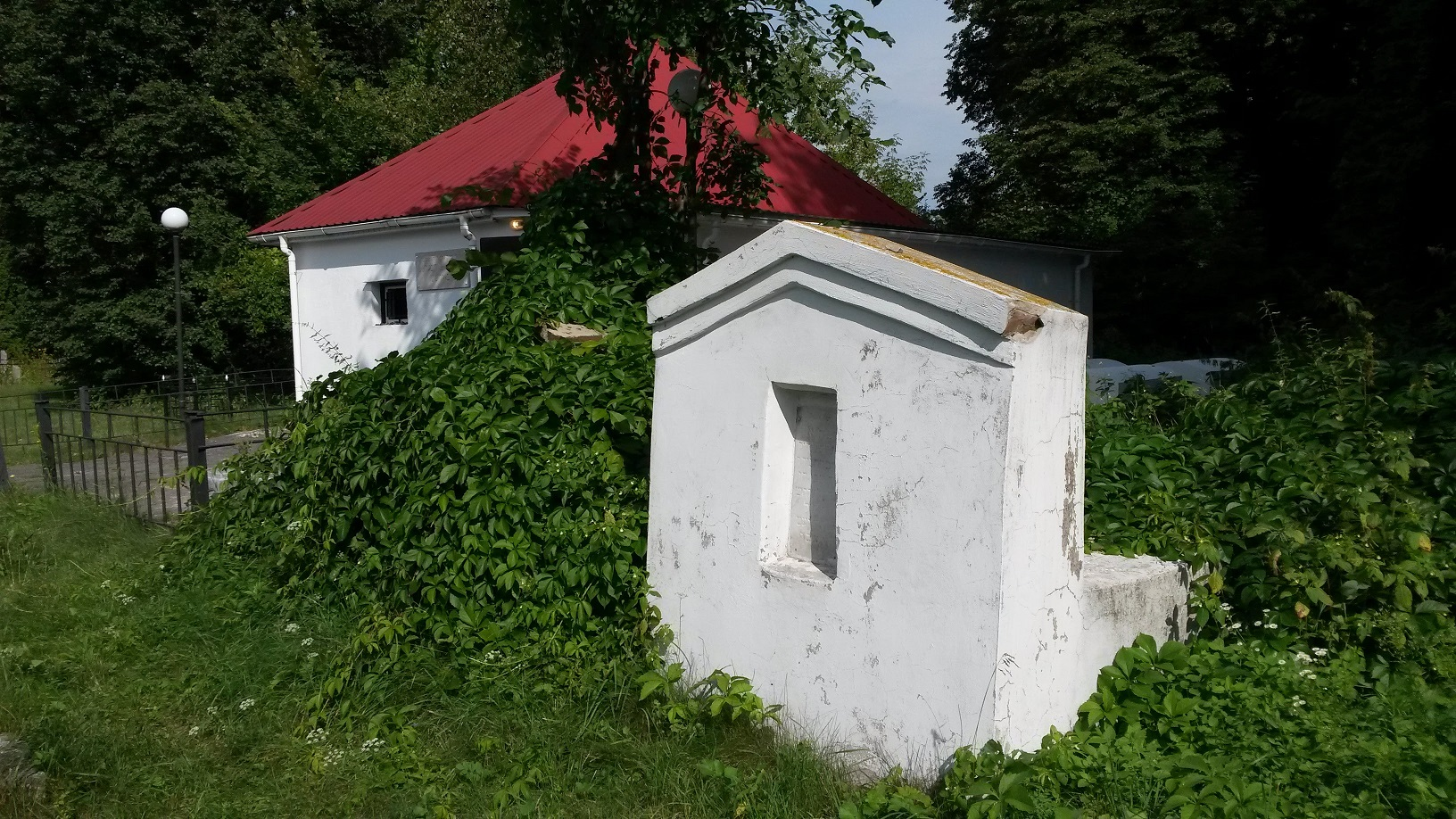 Grave of Shloime-Menahem-Mendl Heyn (1880, Chernigov - 1919, Nezhin), local Rabbi who was killed by Denikin's soldiers