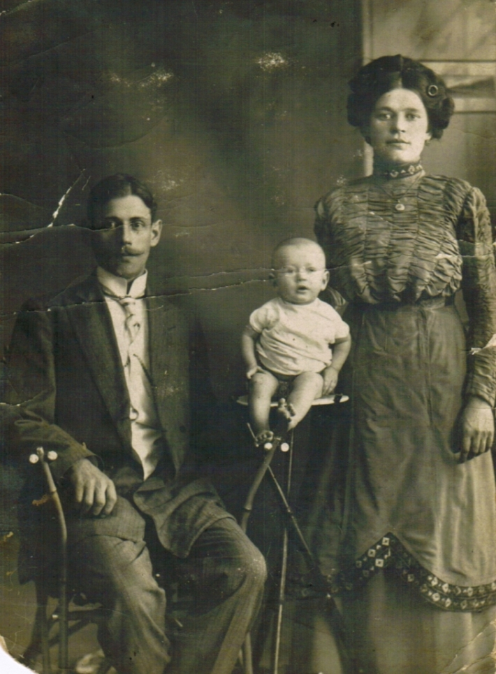Yussel and Gittel Zaer with their son, Chernigov 1910's. Courtesy Jason Zaer