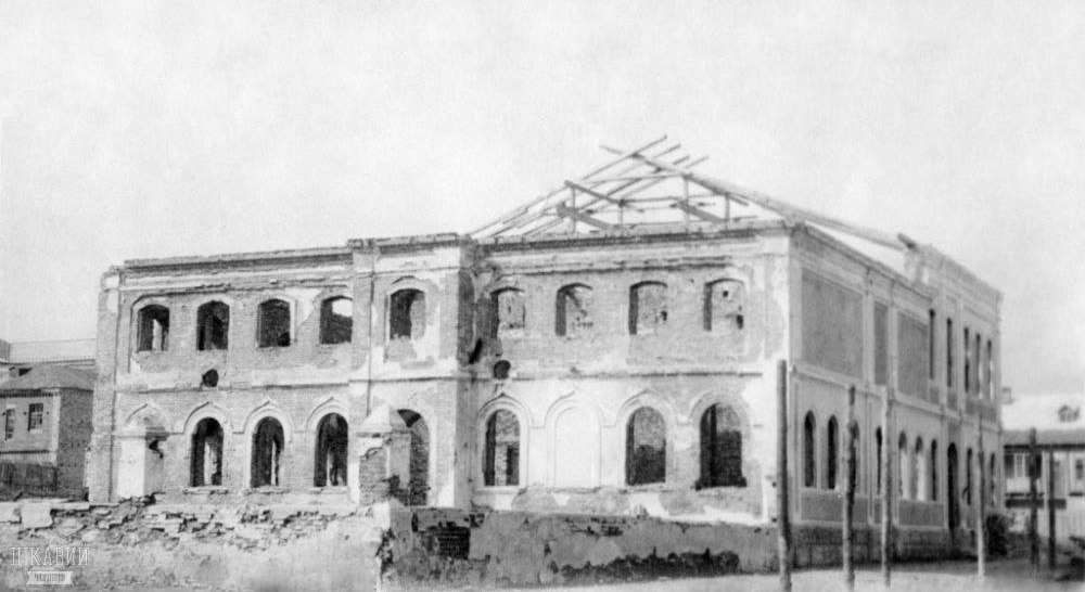 Ruins of the Chernigov synagogue in the end of 1940's