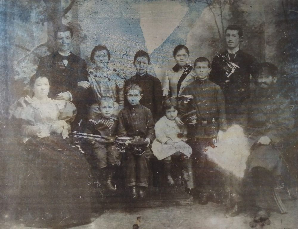 Linkov Family, Cherkassy 1896. Photo from collection of Judaica Institute, Kiev.