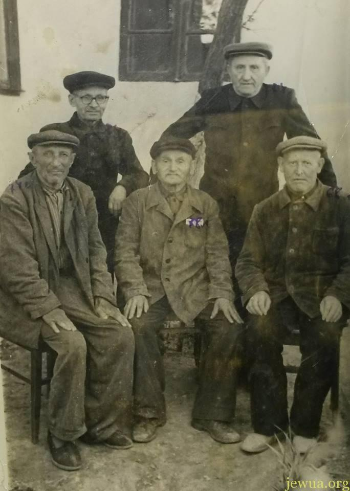 Members of last minyan in Talnoe, 1962 From left to right: Shaya Meerovich Mensonzhik (1889-1965), WWI veteran,roof-maker; Leykehman (emmigrated to Odessa); Kuperman (unofficial Rabbi, died and burried in Talnoe, descendants lives in USA); Holodenko (died and burried in Talnoe, descendants lives in Germany); Soloduha (died and burried in Talnoe, descendants lives in Israel)