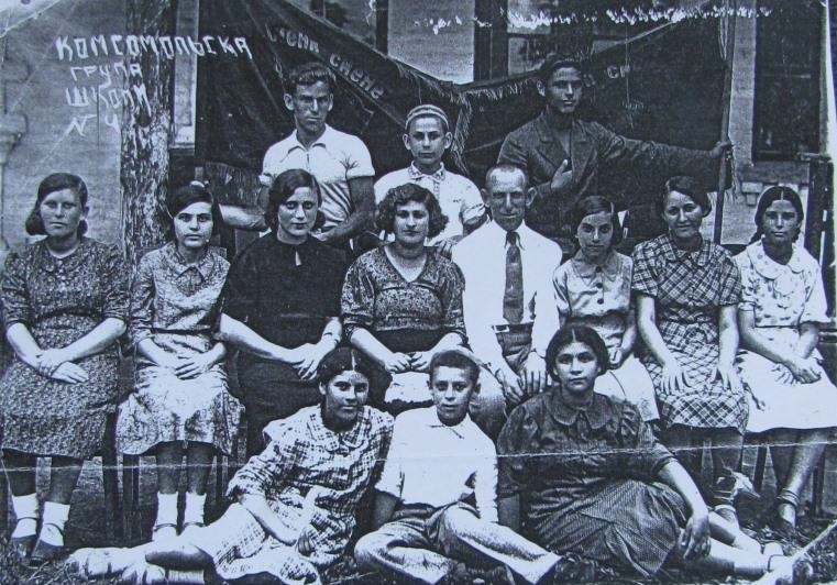 Komsomol group in Jewish School №4, 1939