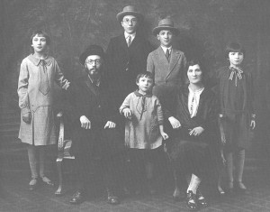 Family of last Medzhibozh Rabbi Chaim Bick in 1926