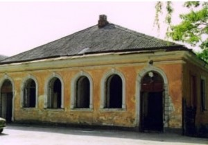 Beit Midrash in Kamenets-Podolskiy on Dragomanova Str.,4. Photo from early 1990s by Miriam Wainer. Now building was rebuild and belong to protestant community