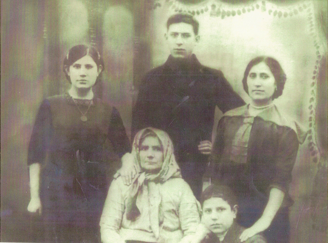 Nachama Schumuter Millstein Krantzberg (seated), with four of her children (clockwise from left): Gessie, Joel, Ita and Baruch (later Bernard) Krantzberg. This was taken about 1913, probably in the neighborhood of Kransnostav.