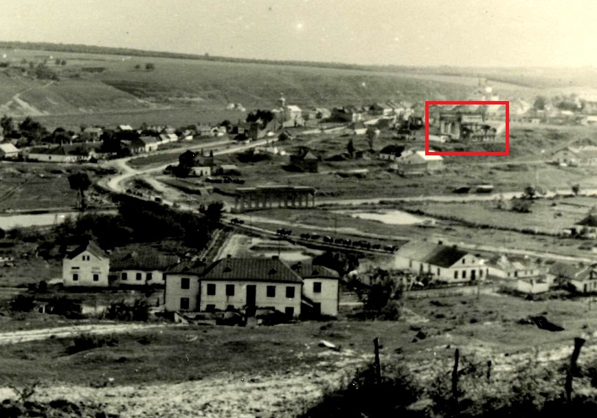 "German forces passing through Husryatin, 1941. Synagogue showed in the right part of photo. Photo taken from <a href=""http://risu.org.ua/ua/relig_tourism"">relig_tourism</a>"