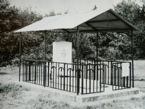 Ohel on the Mlinov Jewish cemetery. Presumably 1980's