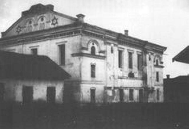 Photo of the same synagogue in Mezhyrichi