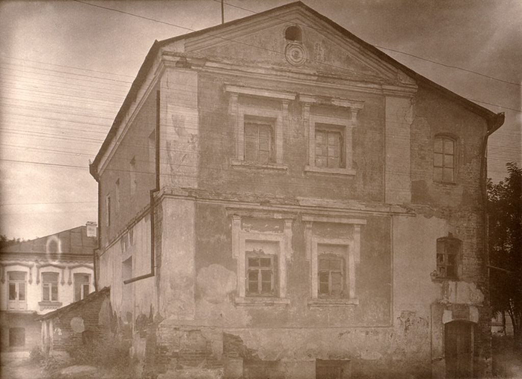 A same building in 1930's. Photo from the collection of Stefan Taranushenko.