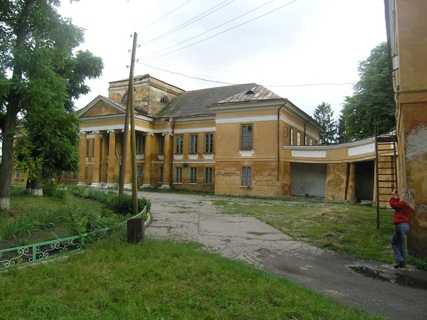 Stetskiys' palace in Velyki Mezhyrichi (now boarding school) from the park alley.