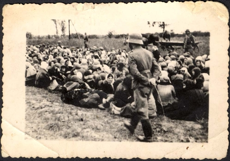 Jews before killing. Skvira, September 21st 1941 - German photo