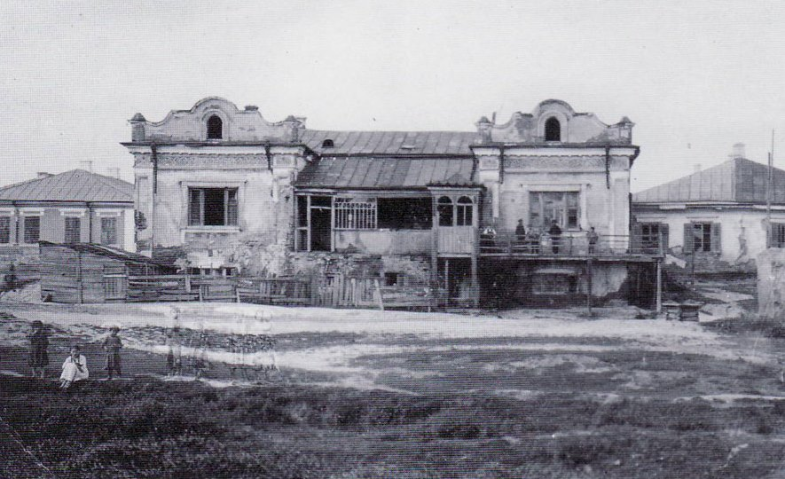 Yeshiva building in Skvyra. Photo by S.An-sky on 1912. In the past this building housed the Hasidm court of Skvyra.