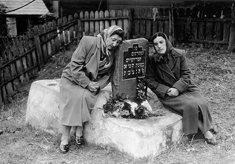 Jewish woman near Mass Grave in Narodichi, 1950's. Is it grave outside town or on the Jewish Cemetery?