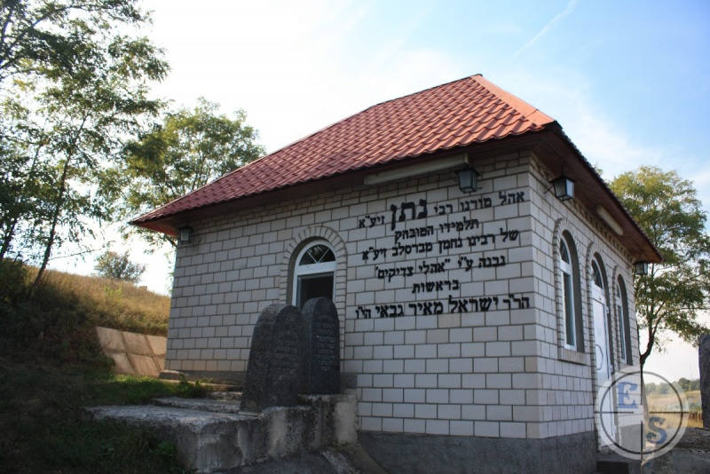Ohel on the grave of Nathan Sternharz. Photo from myshtetl.io.ua