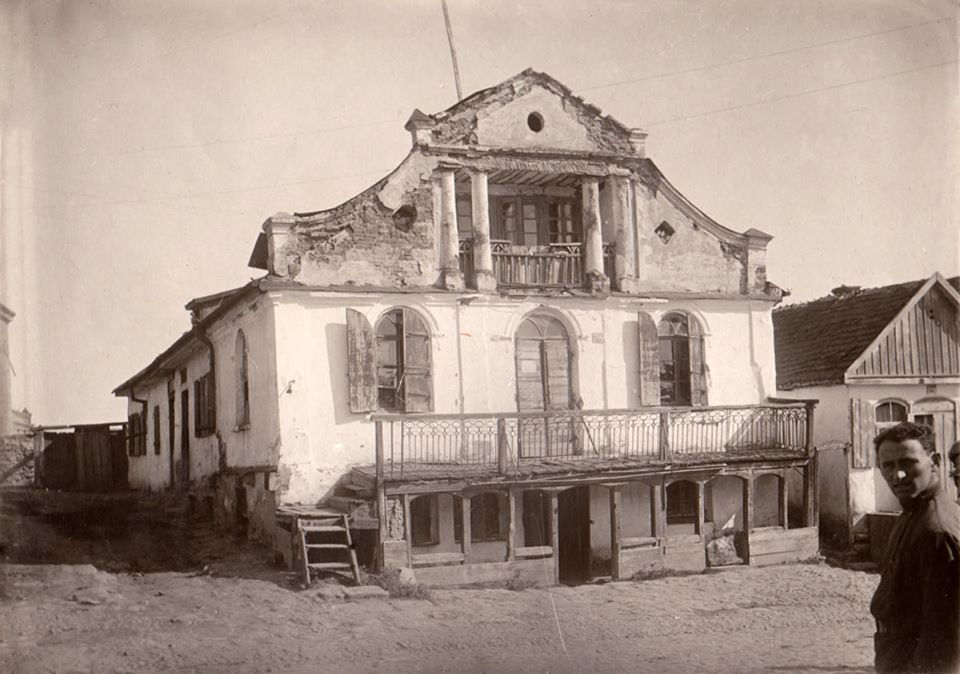 Some civil building in Medzhibozh, 1930's. Photo from the collection of Stefan Taranushenko.