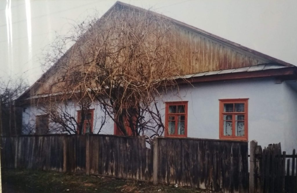 Old Jewish house in Medzhibozh, 1990's. Photo of rabbi Mordechai Rahinshtein