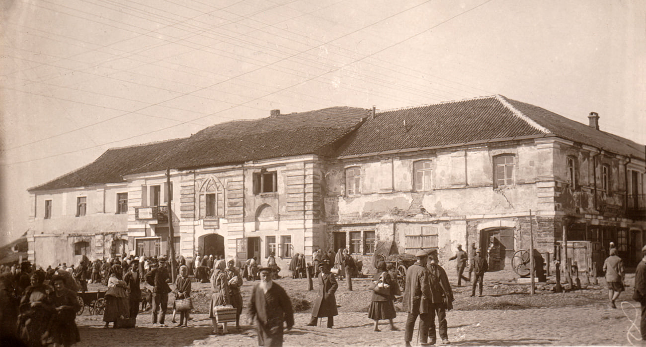 Town hall in Medzibozh in 1930's.Photo from the collection of Stefan Taranushenko.