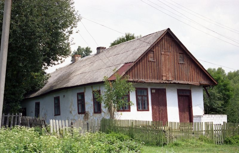 "PreRevolution house in Voroshilovka. Photo taken from <a href=""http://judaica.spb.ru/geo_html/shtetle_project_case_voroshilovka.html"">Peterburg's judaica</a>"