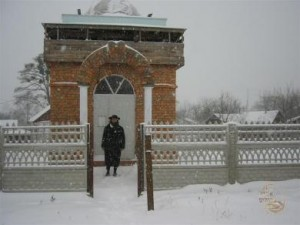 Rabbi Y.M.Gabai at ohel in Shepetovka.