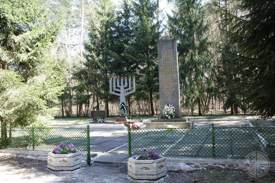 Monument on grave of Holocaust victims in Shepetovka