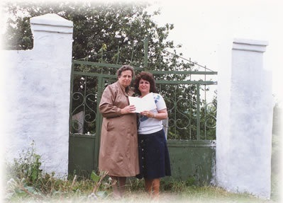 "Zinaida Sendler gives Miriam Wainer a book of memoirs about Sudilkov's Jews, 1991. Photo taken from <a href=""http://jewishgen.org"">JewishGen</a>"