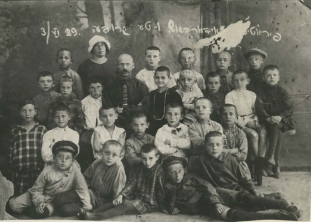 Yiddish elementary school in Piryatin, 1929 YVA,Photo Collection 8913/1