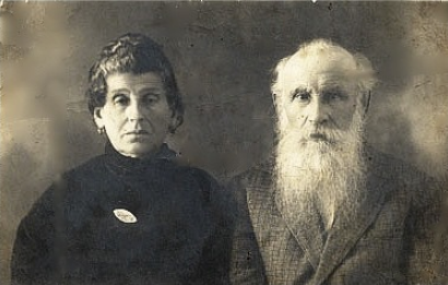 Berl Orloff (1857, Oster-1930, Kiev) and Feiga Lizitsa (1864, Rikyn-1938, Kiev). Photo provided by Almira Yusupov