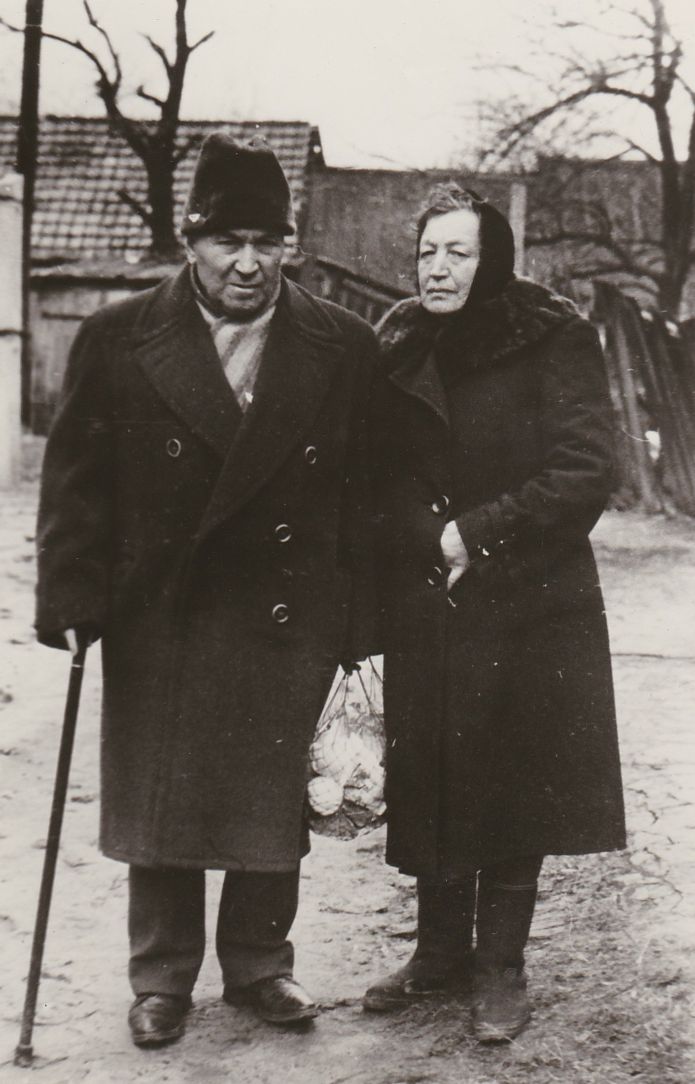 Moisey Yankelevich Shapiro (1899-1976) with sister Freidl Yankelevna Ferdman (1904-1978) in Khabno, 1960's. Photo provided by Gennadiy Smolyansky