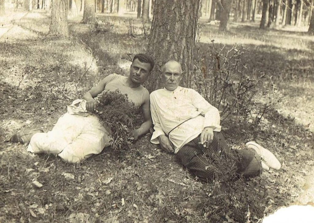 Geht(more details unknown) and Moisey Salogubenko (1876, Byshev - 1942, evacuation). Photo made near Kiev in 1930's. 3 sons of Moisey didn't survive during WWII. Photo provided by Almira Yusupov
