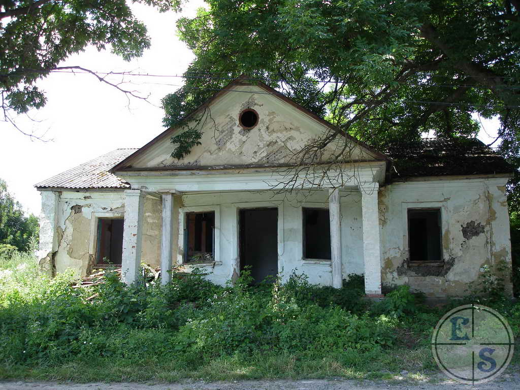 "Former Jewish house in Krasnoe. Photograph by <a href=""http://myshtetl.org/vinnitskaja/krasnoye.html"">myshtetl.org</a>"