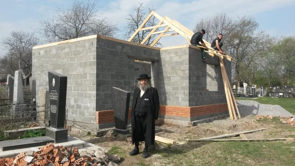 "Rabbi Gabai, head of ""Ohelei Tzadikim"" ogranisation, on the front of ohel of Rabbi Abraham ha-Malah during reconstruction in 2016, Fastov Jewish cemetery"