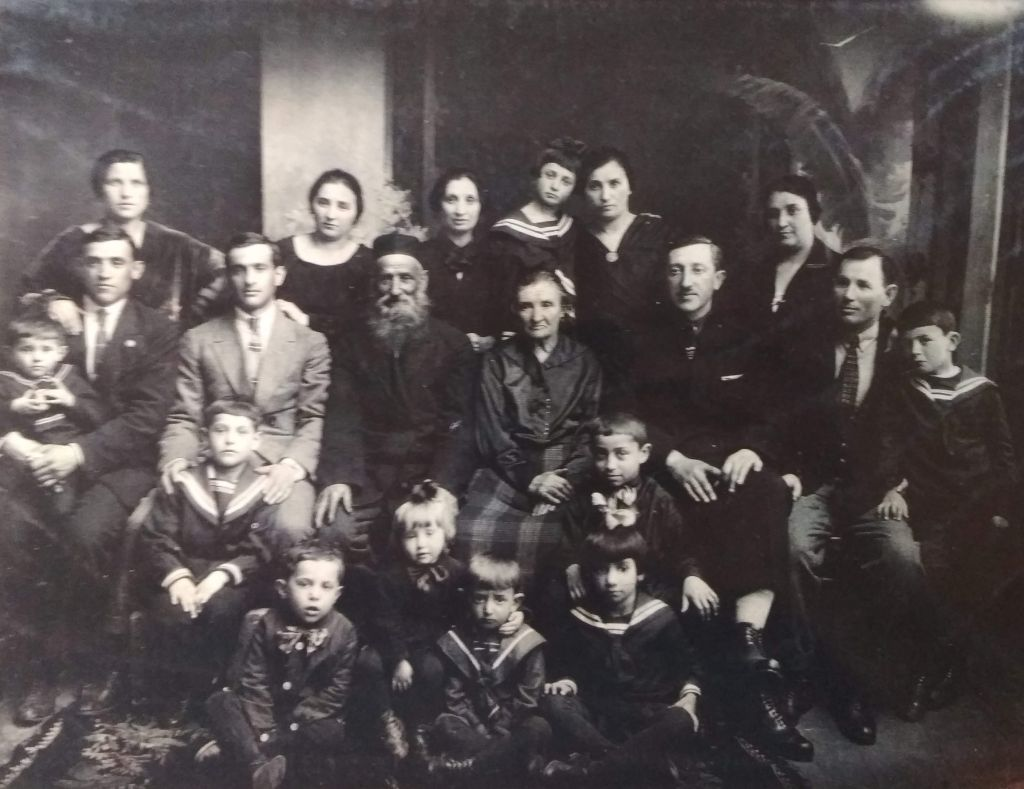Family Rikberg, Fastov 1929. Photo from collection of Judaica Institute, Kiev.