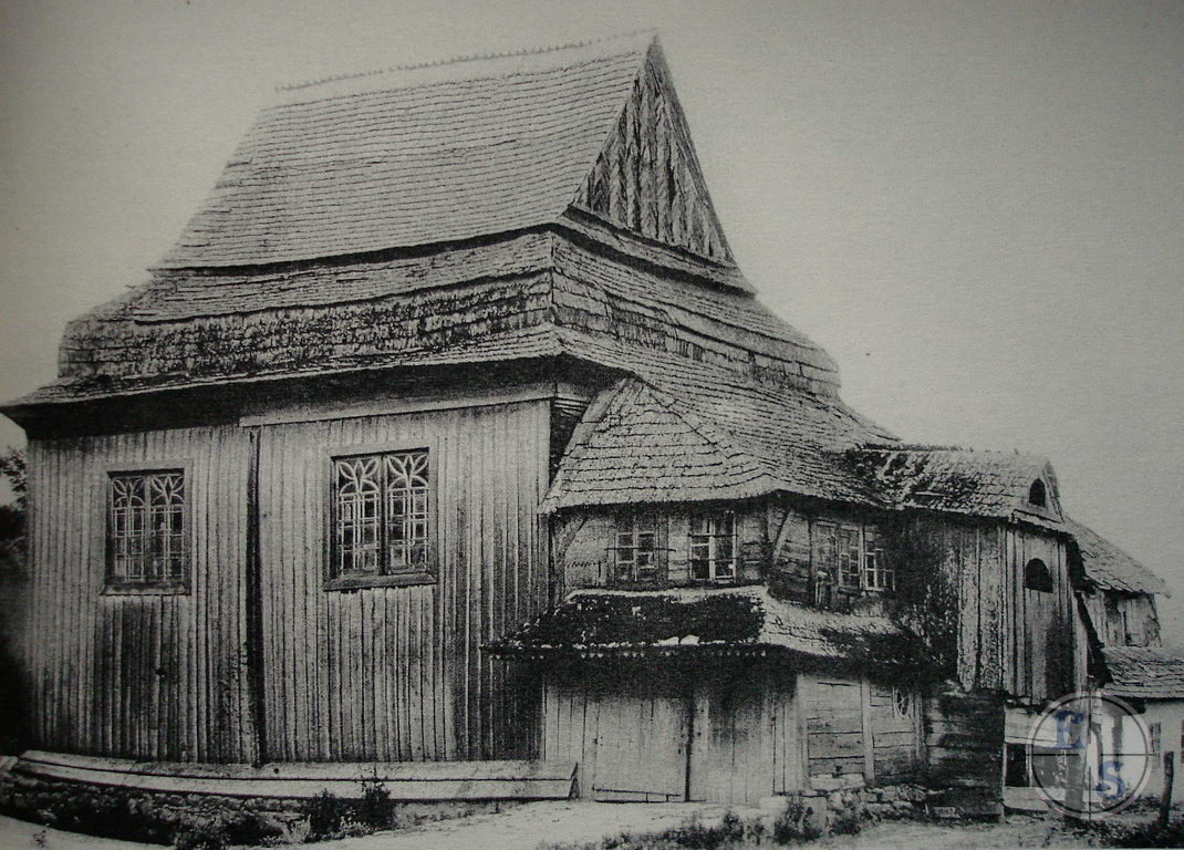 "Old wooden synagogue in Smotrych. Photo from <a href=""http://myshtetl.org/khmelnitskaja/smotrich.html"">myshtetl.org</a>"