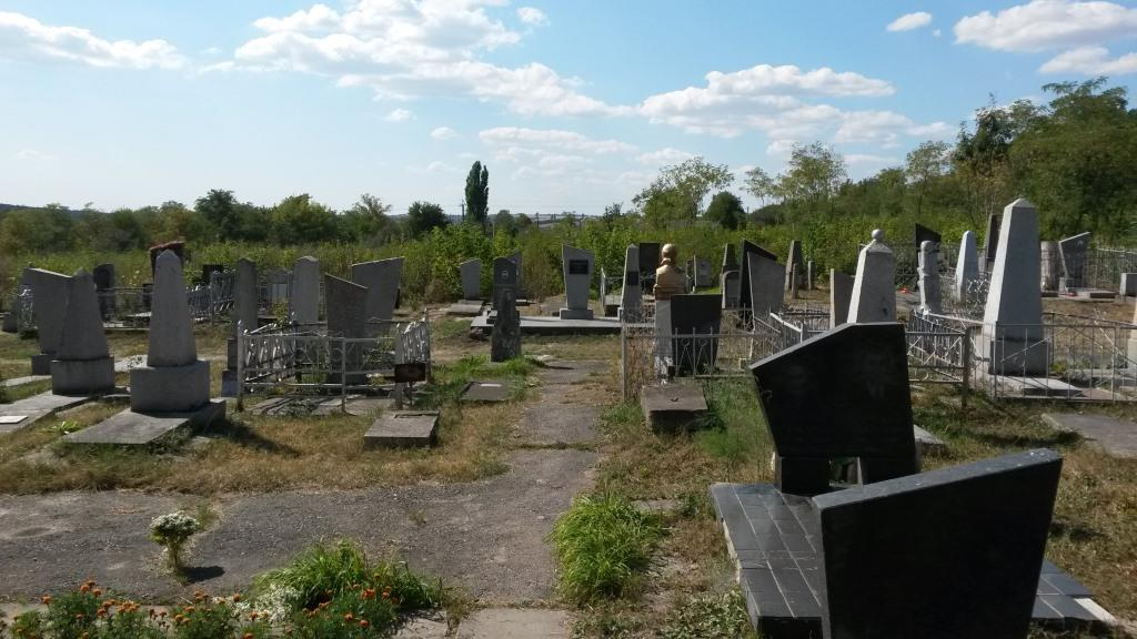 New section of Korsun Jewish cemetery