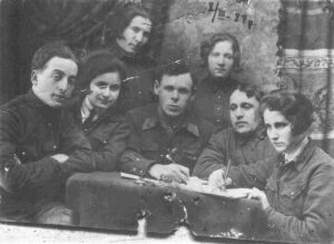"Komsomol organization in Korsun's ""Sewer's union"" (left to right): First row - 1) Eli Chernyakhovsky, 2) Clara Elivna Kogosova; Second row - 1) Mariya Elivna Ostrovska 2) Helen Elivna Ostrovska, 1929"