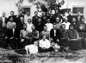 "Jewish tailors among workers of co-operative ""Progress"": Volko Hunovich Kashvin (in the 1st row, 1st from right), Leyba Ovsіyovich Kashvin  (in the 2nd row, 1st from right), Boris Ovsіyovich Kashvin ( in 3rd row, 1st from left), 1938"