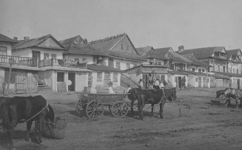 Jewish houses in Liantskorun, photo by Zholtovskiy 1930