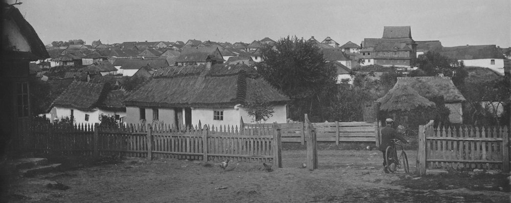 Jewish neighborhood in Lianskorun with wooden synagogue (right side), 1930
