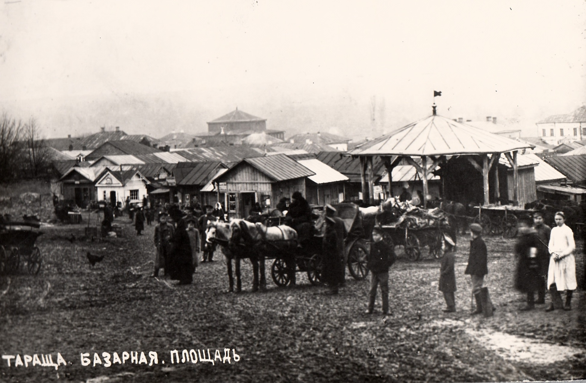 Tarashcha market square, 1910's. Roof of the Big Synagogue is on the background
