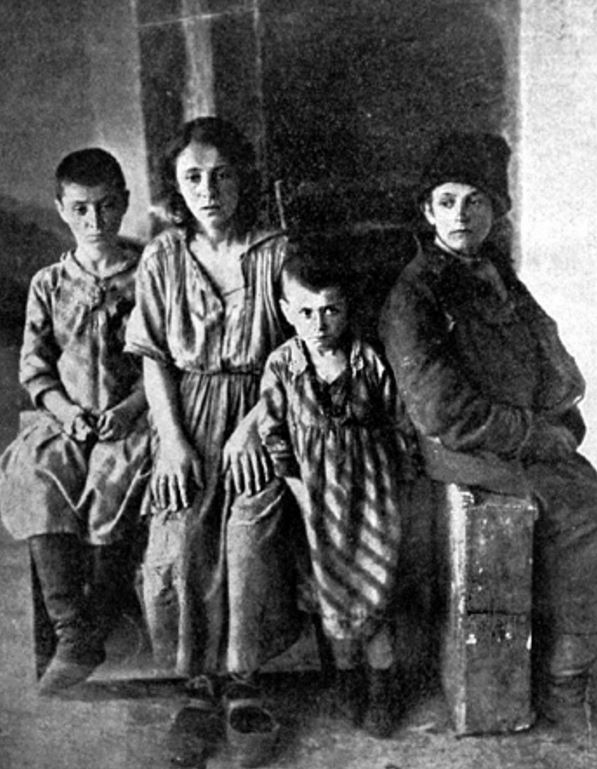 Jewish children from Kadlubitsa after pogrom in some asylum