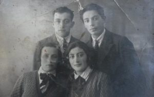 Issak Kholodenko (1907-1990) with brother David and sister Shura with Rahil Grinfeld (left corner), Kiev 1930's