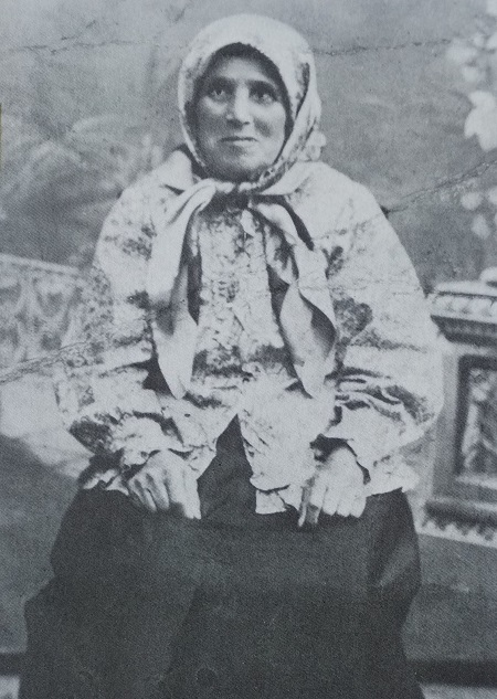 """Gitl di Bobeh"", grandmother of Yiddish poet Daviv Hofshtain. Photo was published in the book ""A Century of Ambivalence: The Jews of Russia and the Soviet Union, 1881 to the Present"" by Zvi Gitelman, 1988"