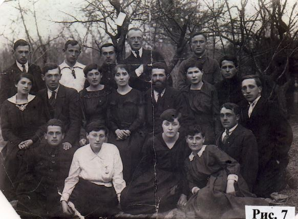 Group of Orynin intellectuals, 1918. Most of them emmigrated to USA. Photo from book of Naum Bernstein
