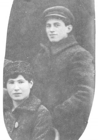 Beryl and Chaya Segal, posing with a group of emigrants at Orynin, Russia early in 1918