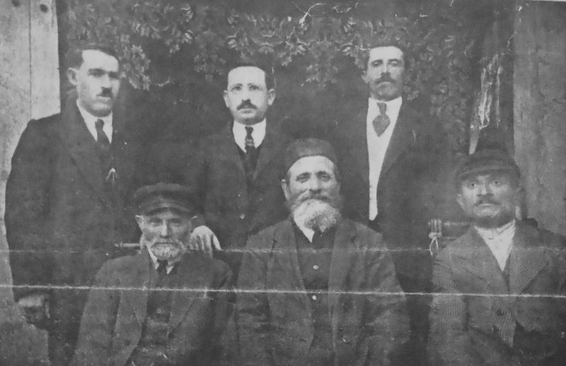 A committee in Orynin, which distributed thousands of the dollars of the help from US in 1920's. Left to Right Seated: Kopl Matises, Zalman Stolyar, Eli Leibishes Left to Right Standing: Akiva Bereles, Berl Chaim Itzhok, Gavriel Idels