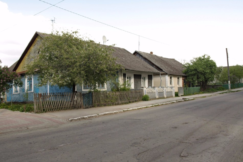 Rebuild Jewish houses in the center of Orynin